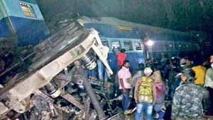 ट्रेन दुर्घटनाग्रस्त