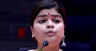 पूनम महाजन का झुमका रायपुर में गिरा